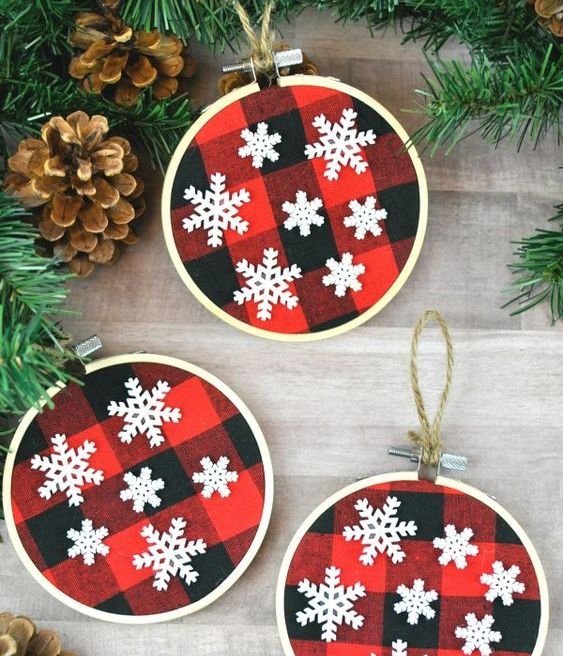 plaid Christmas ornaments made of embroidery hoops and with snowflakes
