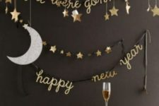 28 hanging stars, a moon and calligraphy garlands for decorating a drink station