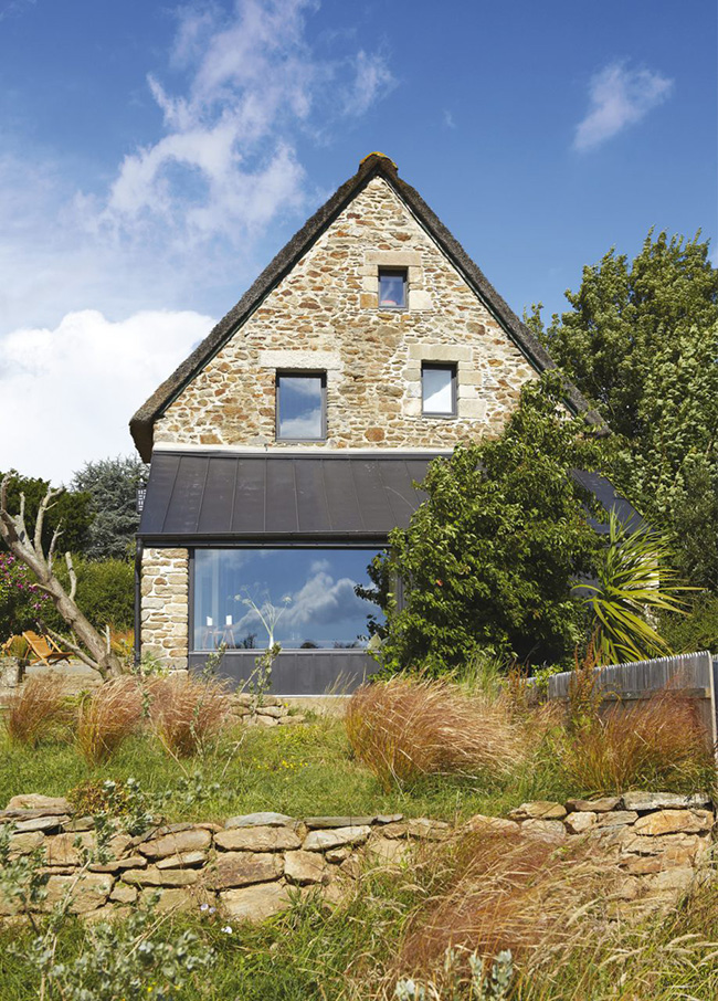 This old seaside home got a modern renovation and only its exterior reminds that it was an old dwelling