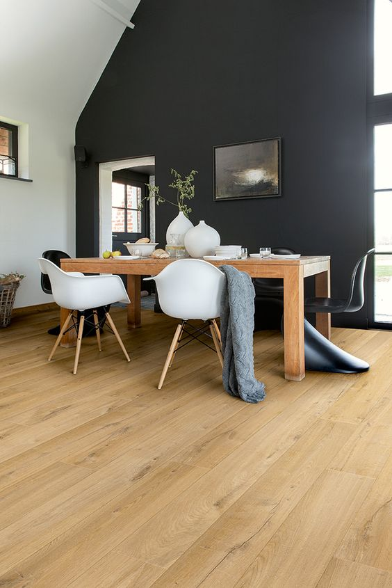 laminate here looks like natural oak and is rather durable