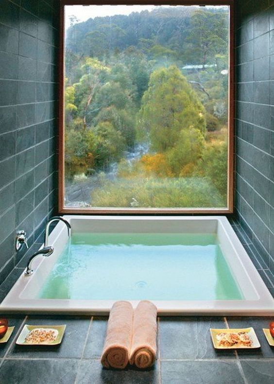 take a bath relaxing with a view of the woodlands
