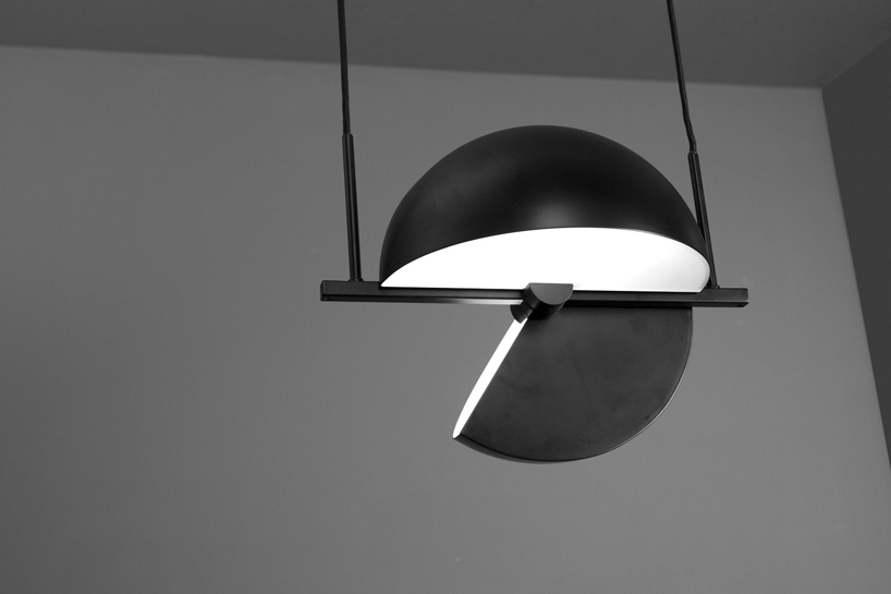 The construction allows the user to combine uplight and downlight at the same time