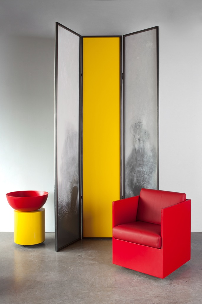 This is a resin screen, which features a three panel structure with a yellow panel in the middle