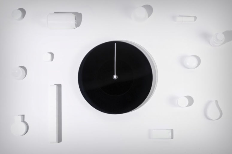 Such a clock is a life piece that will remind you to enjoy the dusk and dawn