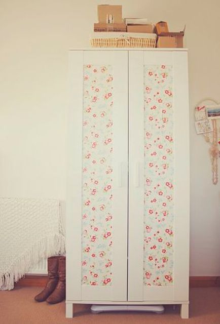 a cute and girlish Aneboda hack with floral wallpaper for a shabby chic space