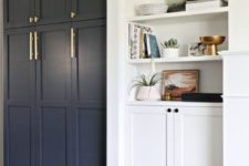 20 navy paneled front doors plus brass handles give a Pax item a chic look