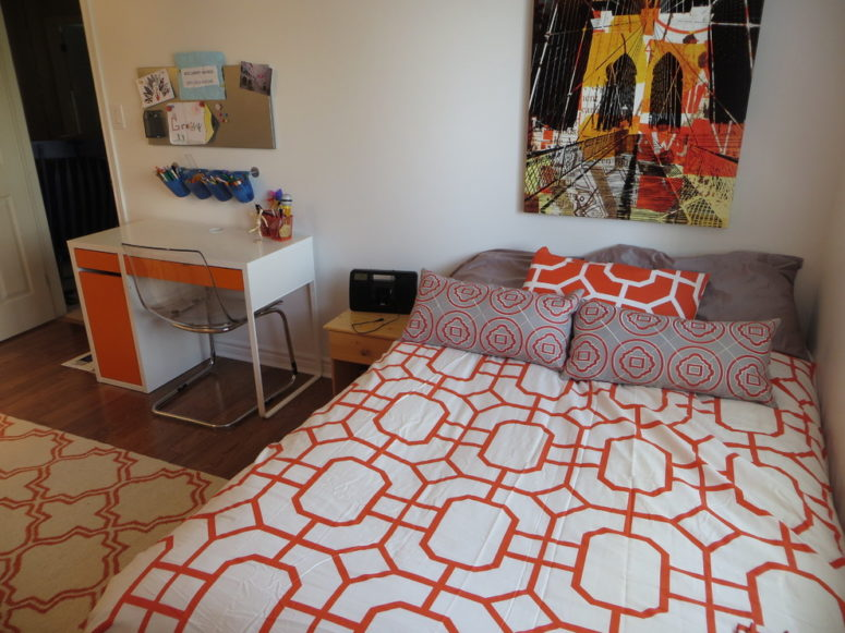 add some orange touches and the desk would fit perfect into a contemporary teenage bedroom