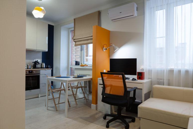 IKEA Micke desk is perfect for studio apartments (студия Модус Интерьеры)