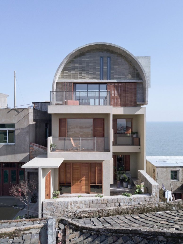 Contemporary Captain's House In Seaside Cliffs