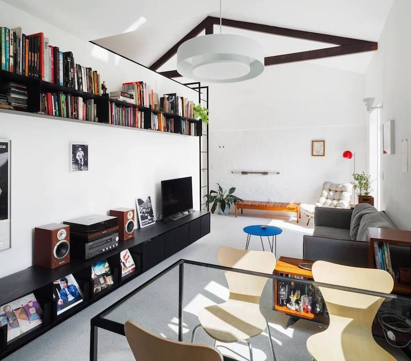 This vivacious and full of light apartment was renovated, re planned and refurnished