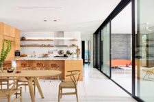 03 The whole layout can be easily opened to the terrace for outdoor-indoor living