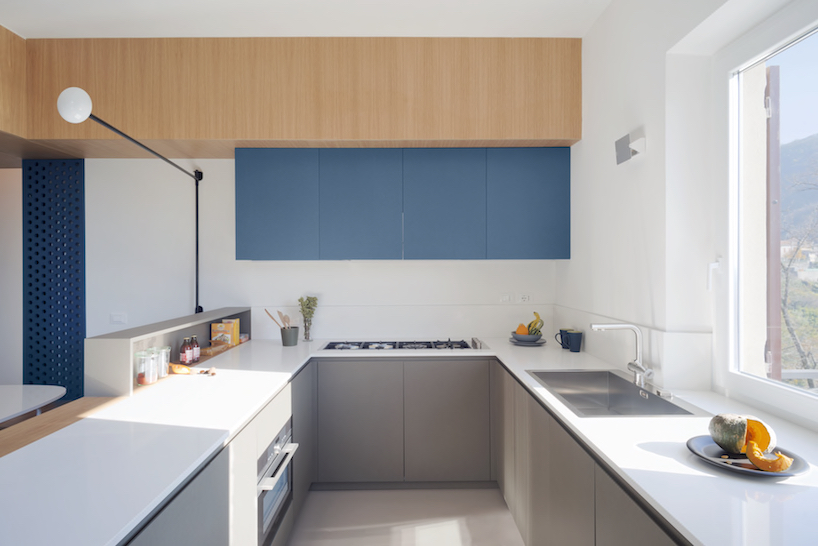 Making a large window and avoiding suspended cabinets filled the space with light