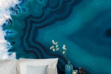05 a bold blue and white geode wall is the only accent you need to make your bedroom wow