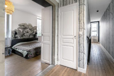 08 The corridor is covered with botanical wallpaper and original wooden floors restored