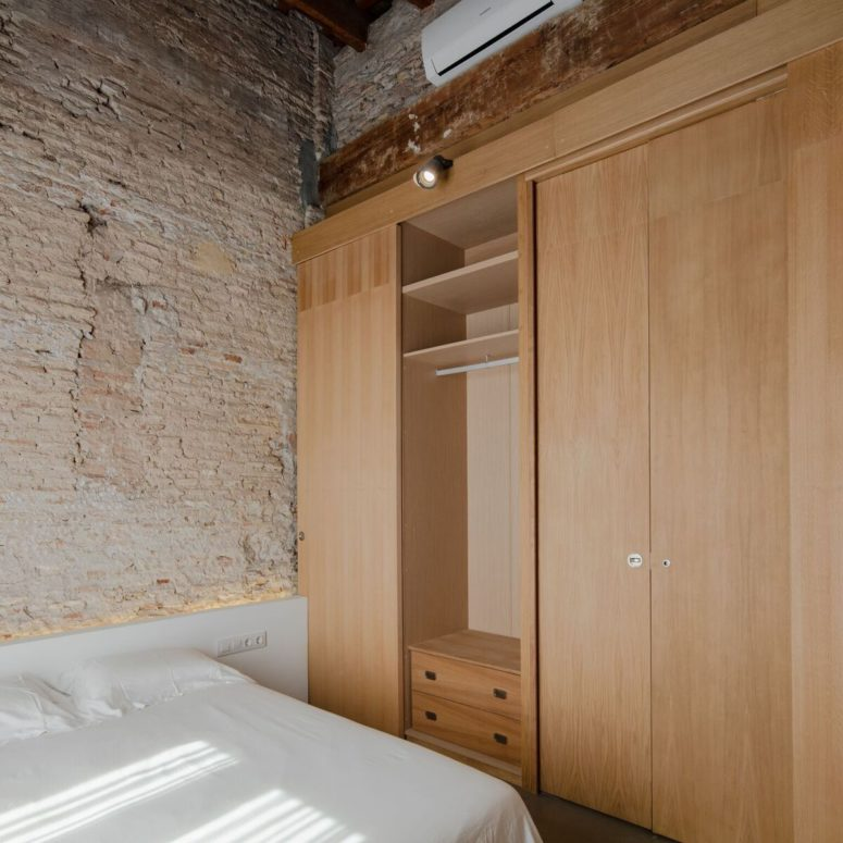 The wooden partitions are practical and can be used as a large wardrobe