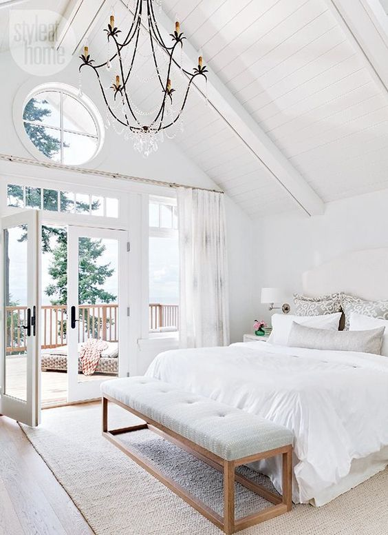 an airy and elegant bedroom with much negative space for an airy and ntural feeling
