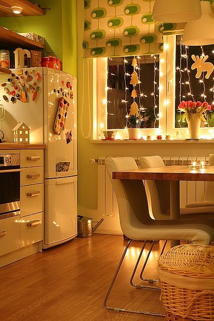 25-awesome-ways-to-use-string-lights-in-kitchens-cover 25 Awesome Ways To Use String Lights In Kitchens