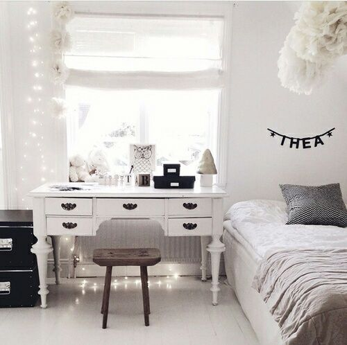 a Scandinavian bedroom with much negative space, which is a must for such a style