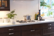 15 dark kitchen cabinets and large-scale white tiles for a contrast