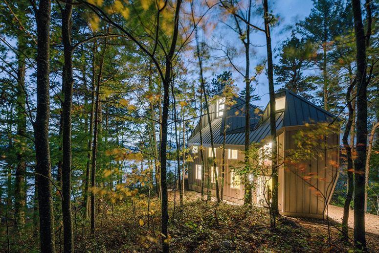 01-This-lakeside-house-with-creative-architecture-is-situated-inside-a-forest-on-a-lake-shore-775x517 Lakeside House With Creative Architecture