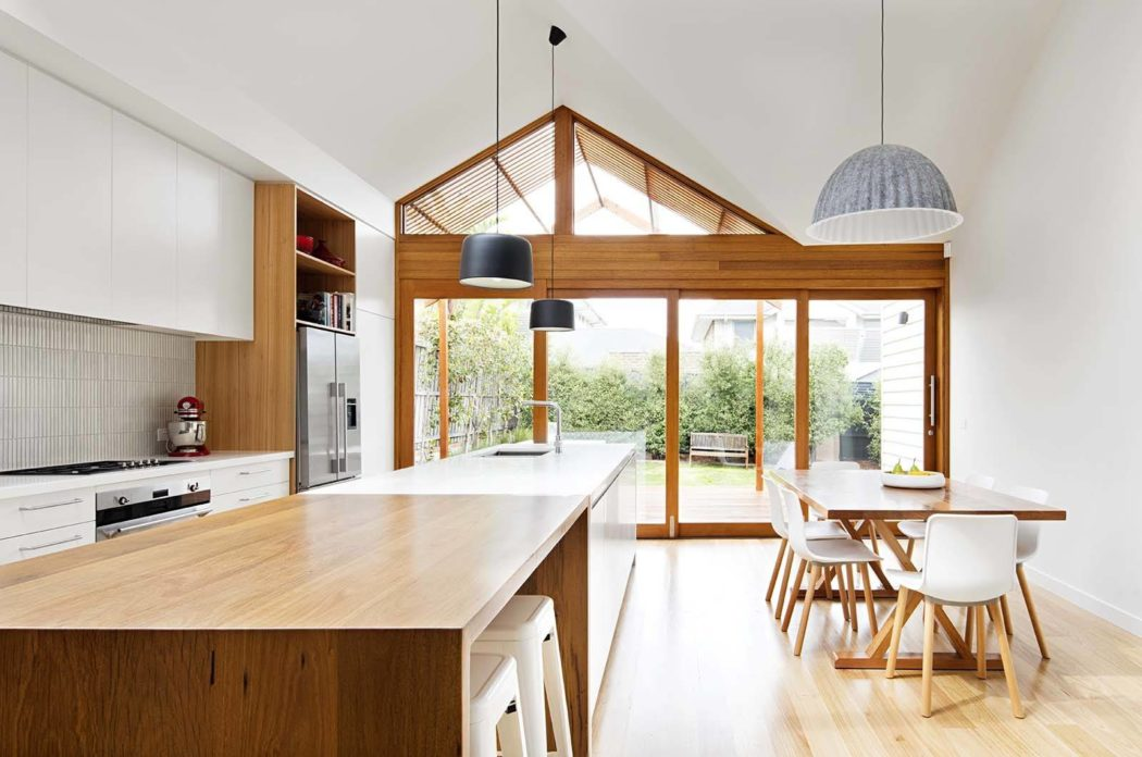 The dining space is right next to the glazed wall and allows enjoying the views and much light