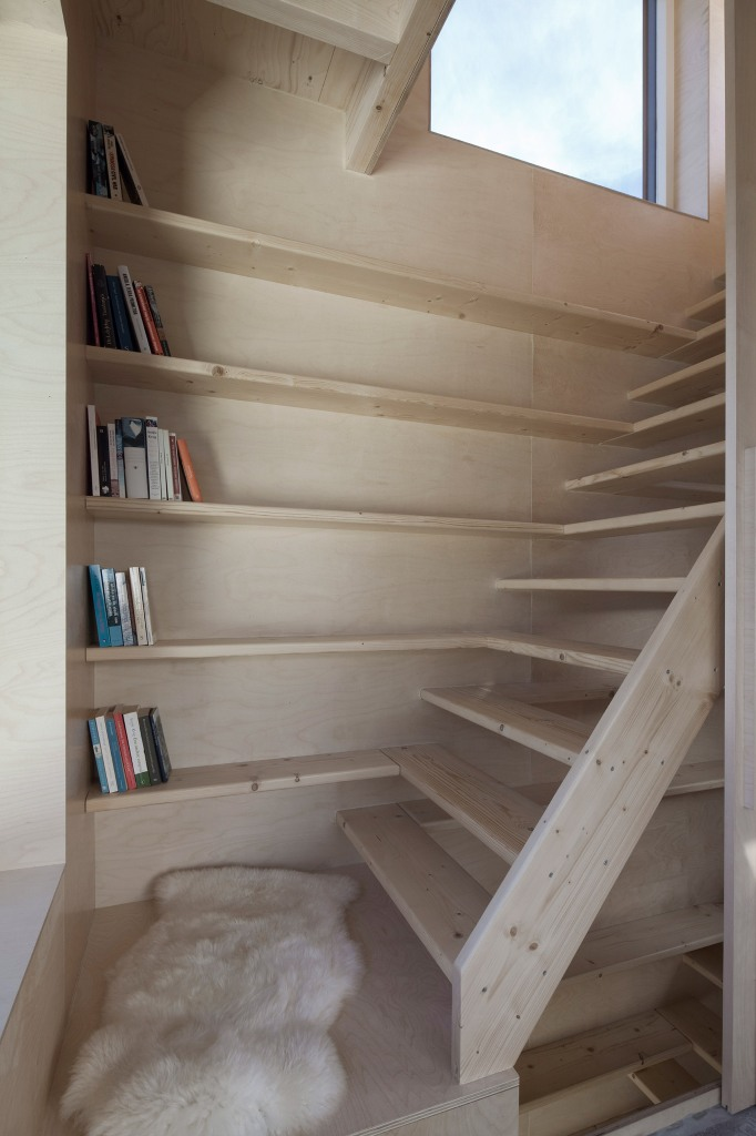The stairs are prolonged with bookshelves, so every inch of space is used at its best, there's no unnecessary item