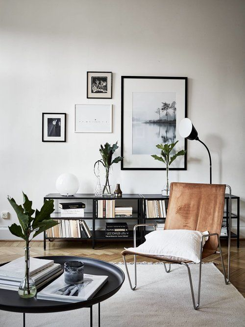 a small asymmetrical gallery wall brings more interest to the space