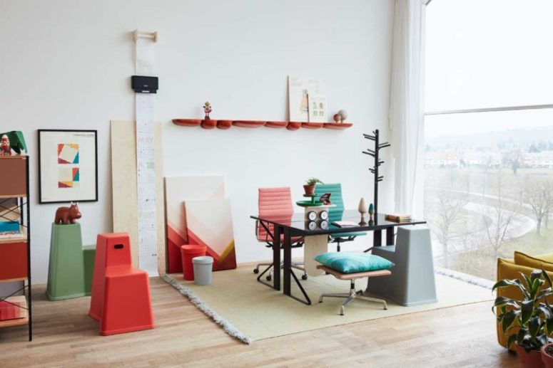The home office nook is also a double one, with colorful furniture and artworks for a gorgeous look