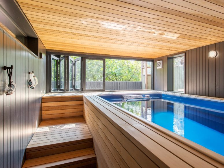 The swimming pool is inside the house, in a room fully clad with cedar wood for more coziness but it can be opened to outdoors