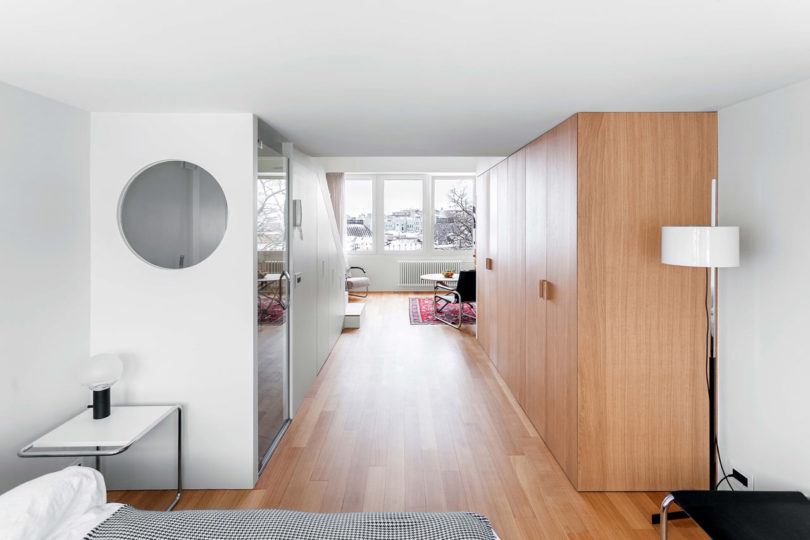 Thanks to the smart solutions the apartment looks rather spacious