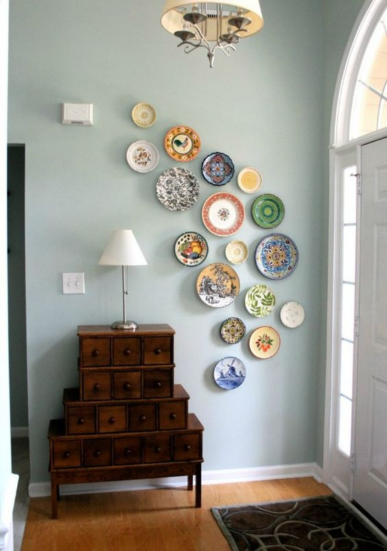 a colorful asymmetrical plate wall is a fantastic and bold idea of decor, which is easy to recreate