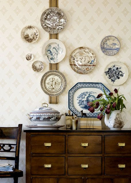 some plates on the wall arne't a large feature but they are enough to add interest to the dining room