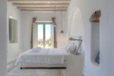 19 a whitewashed ceiling adds warmth to the plaster covered coastal-inspired space
