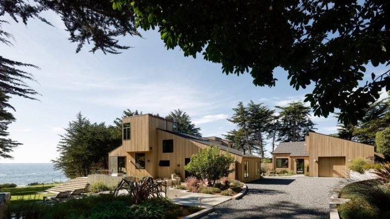 This amazing coastal home in California was renovated in contemporary style, there was an additional volume added and the whole house was clad with light colored wood