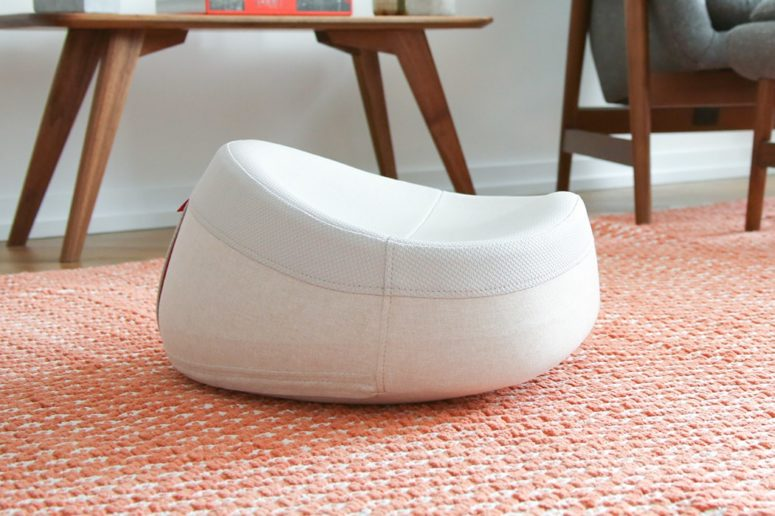 The cushions consists of multiple layers of foam that are very comfy for sitting