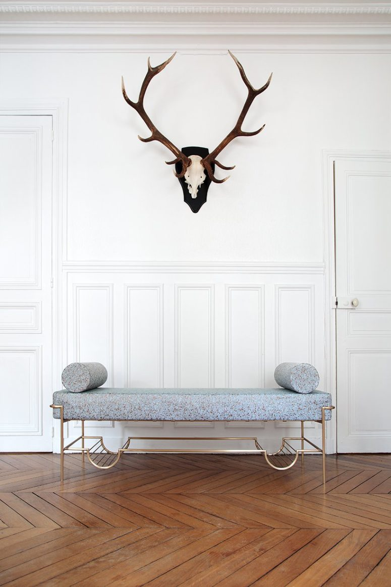 The bench is made of brass, foam, fabric and cashmere to make it an ideally comfortable piece for your home