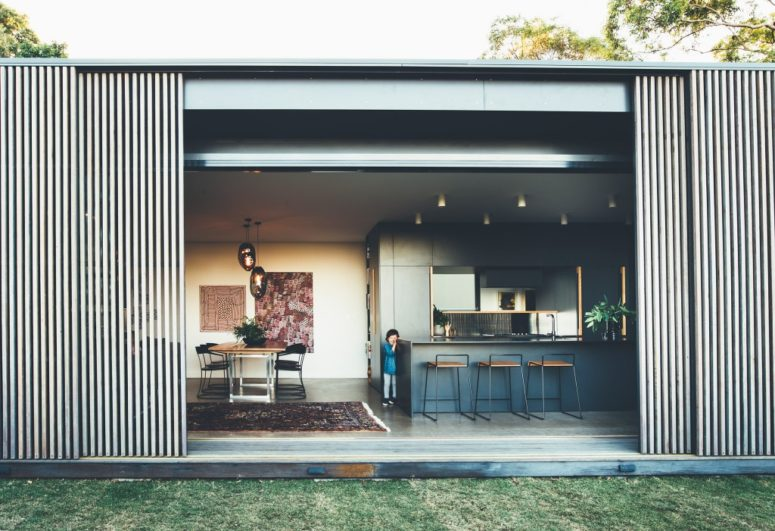 There are sliding doors that allows opening and closing the house to nature depending on the climate conditions