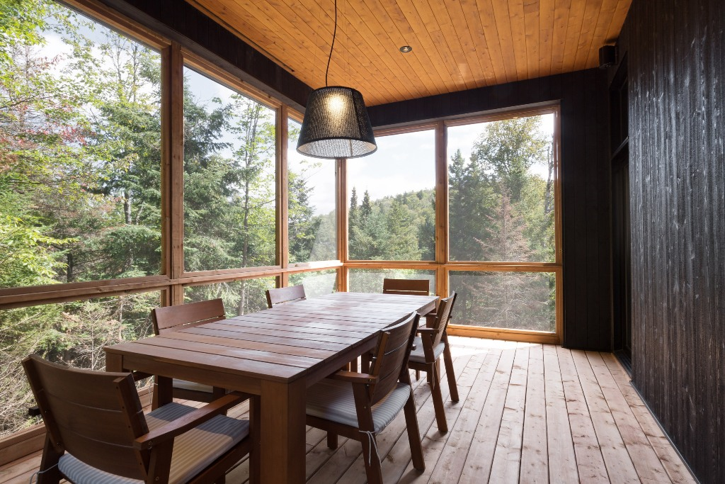 The dining room is fully glazed to enjoy the views and ambience whiile having a meal