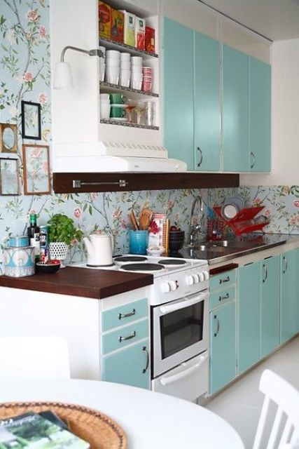 give a homey and living room-like look to your kitchen covering not only the backsplash but also the walls