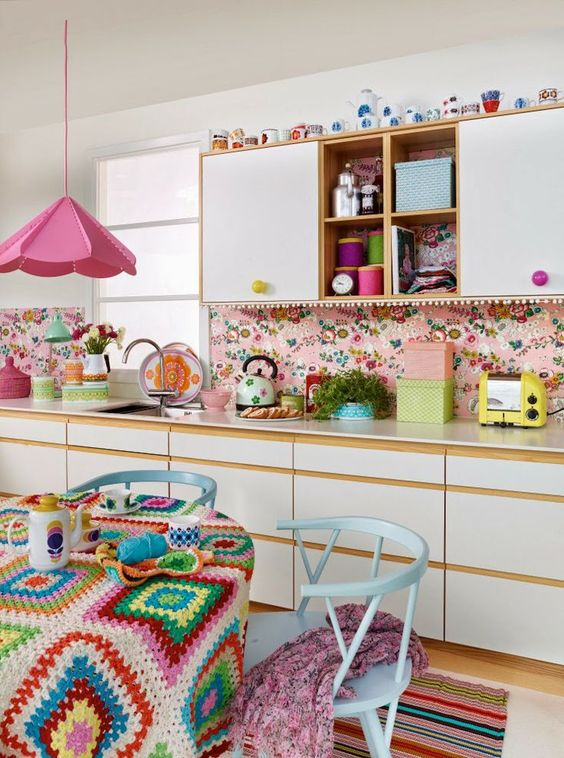highlight your retro boho kitchen style rocking a colorful retro floral backsplash
