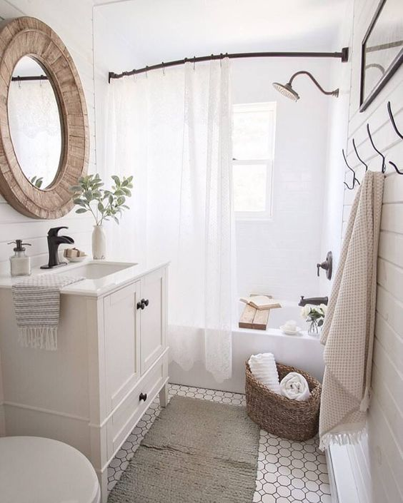 wooden and woven accents make this small space cozier and more wlecoming