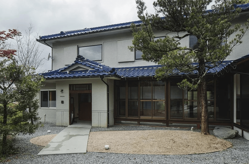 This 53 year old Japanese house was bought and renovated for a young family of four