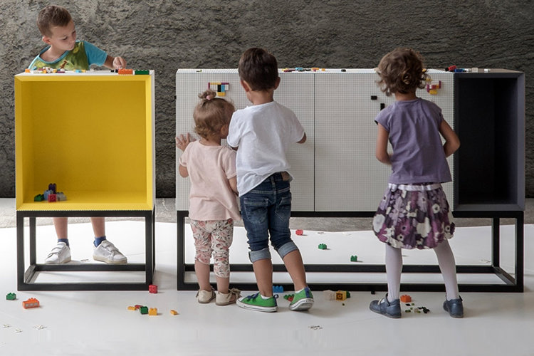 This creative and fun storage furniture is ideal for families with children, as they will enjoy covering it with LEGOs