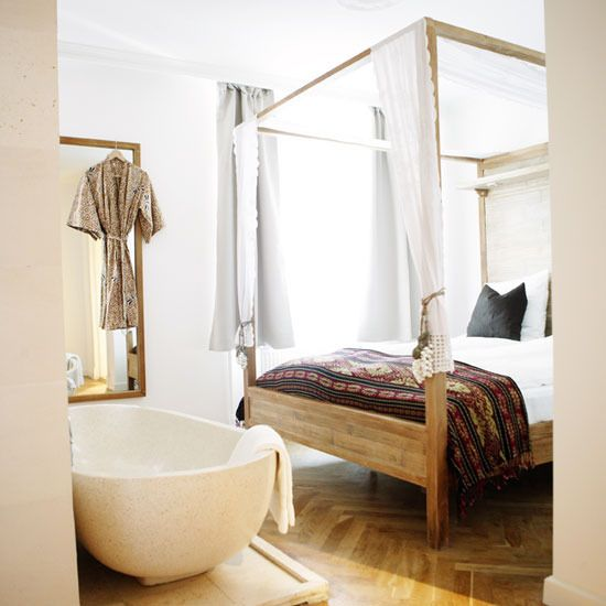 A Bathtub In A Bedroom: 25 Creative Ideas - DigsDigs