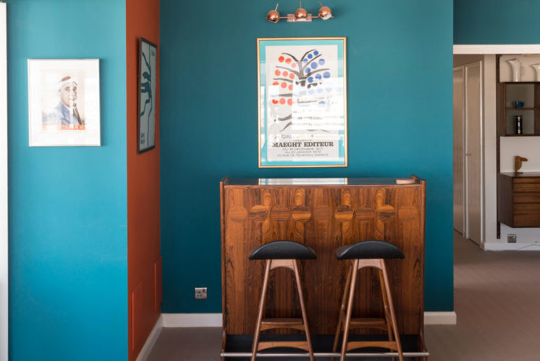 Teal and orange walls are used for color blocking and they remind of the ocean spaces around
