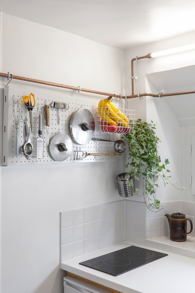 floating shelves on pipes