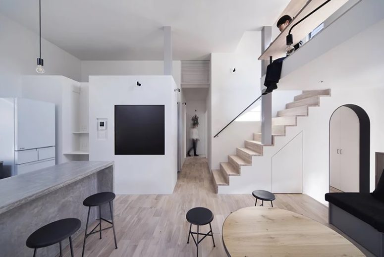 The color palette is restraint, white, grey, light-colored plywood and some black touches, so to make the interior catchy the designers used different materials