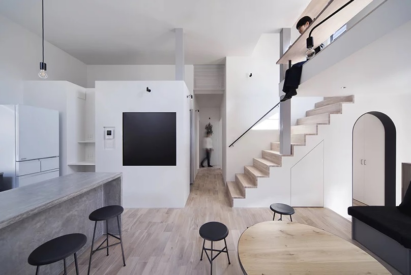 The color palette is restraint, white, grey, light colored plywood and some black touches, so to make the interior catchy the designers used different materials