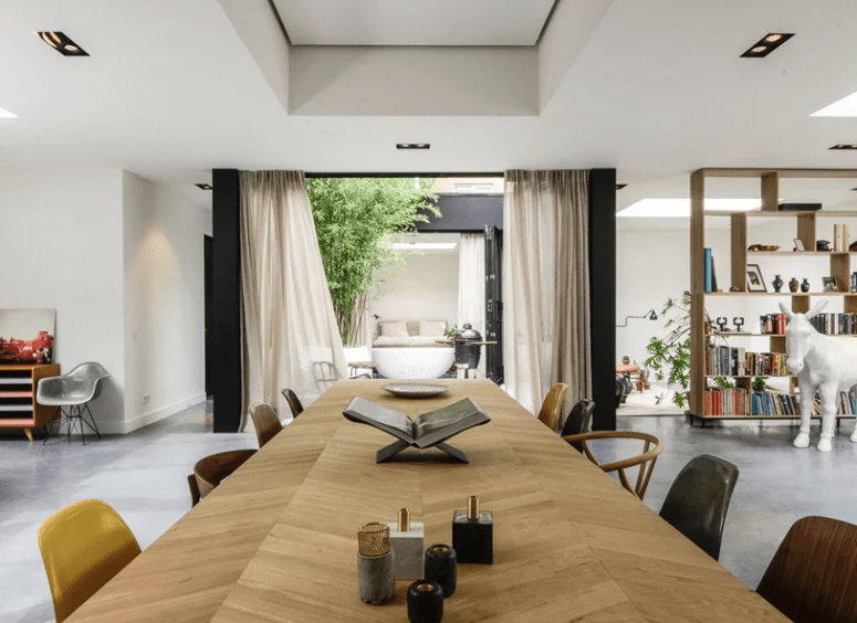 The patio with curtains fills the house with light and air and refreshes the space