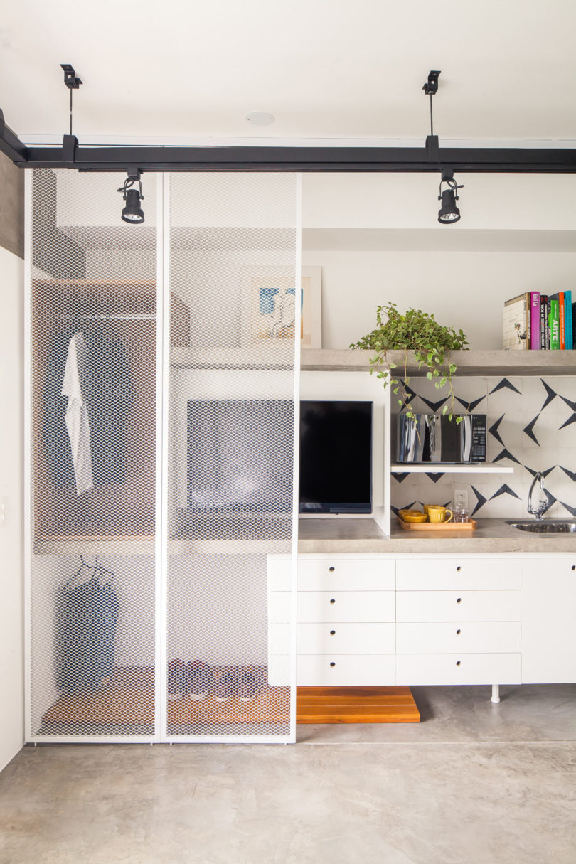 creative small walk in closet